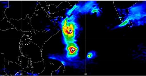 Klicken Sie auf die Grafik für eine größere Ansicht  Name:Zyklon Seychellen_02.12.19.jpg Hits:1 Größe:87,3 KB ID:5304